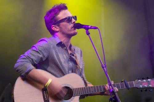 Singer songwriter Glenn Claes op het Mechelse podium van Parkpop